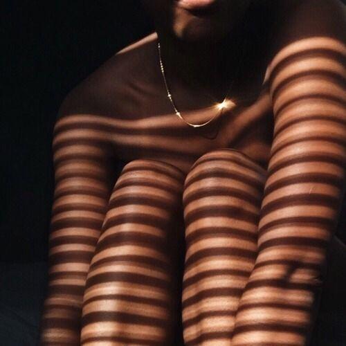 Mais comment avoir une belle peau ? On a posé nos questions au docteur Toni Ionesco, qui nous parle de ce secret de beauté… La protection solaire !