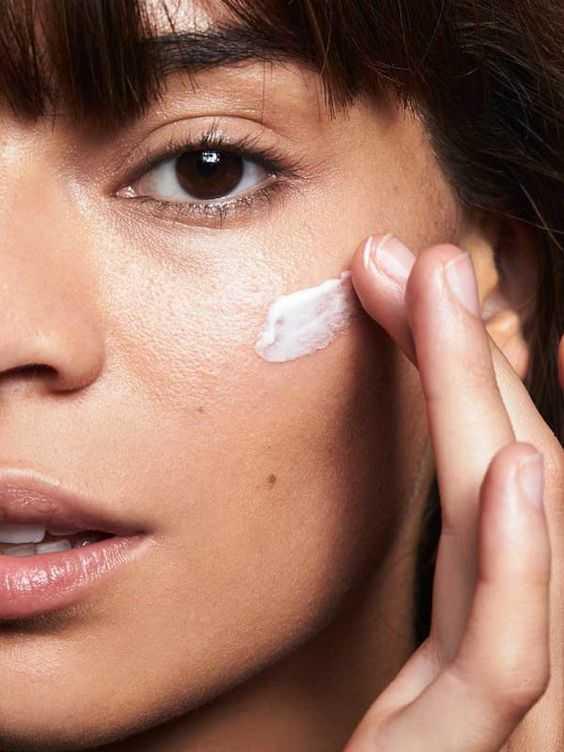 Établir une routine de soins adaptée, c'est la base. Clés et conseils pour se constituer une routine quotidienne. Objectif belle peau !